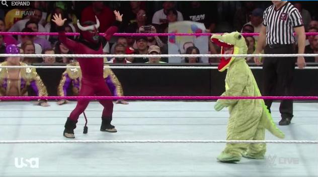 WWE El Torito vs Hornswoggle