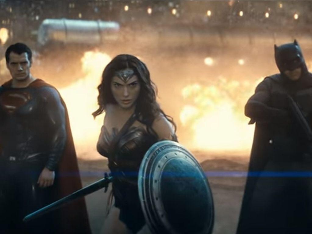 batman-superman-und-wonder-woman-im-neuen-trailer