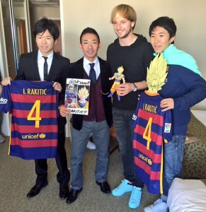 Ivan Rakitic with some super fans from Japan saved from @edgarfornos Twitter account